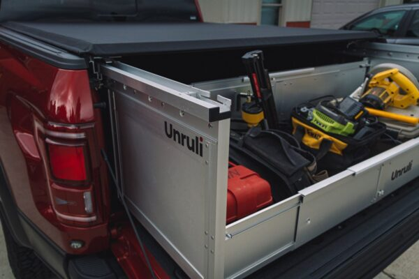 pickup foldable cargo box with construction tools